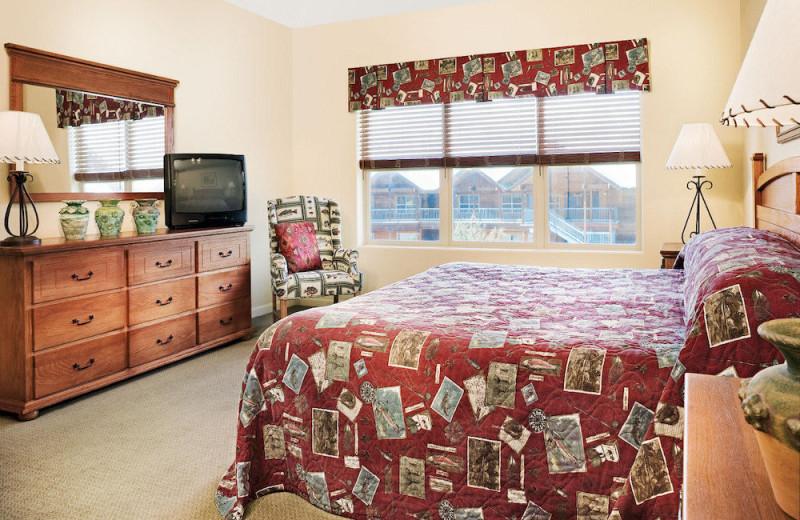 Guest bedroom at Wyndham Pagosa.