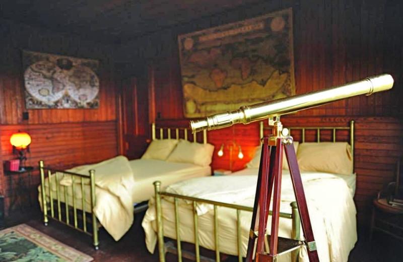 Jules Verne Room, 2 Full Size Beds at Spillian