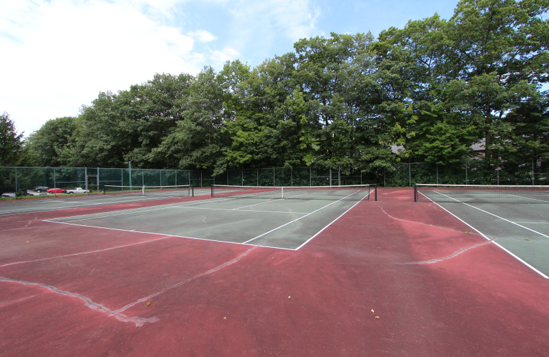 Tennis court at The Lodge at Lincoln Station.