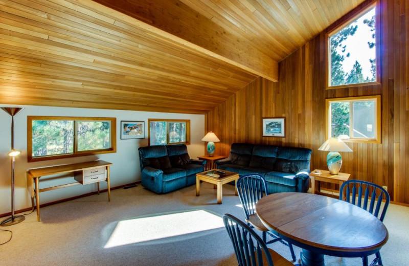 Vacation rental living room at Vacasa Rentals Eagle Crest.
