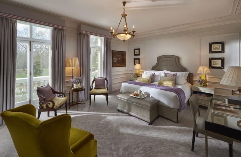 Guest room at Mandarin Oriental Hyde Park.