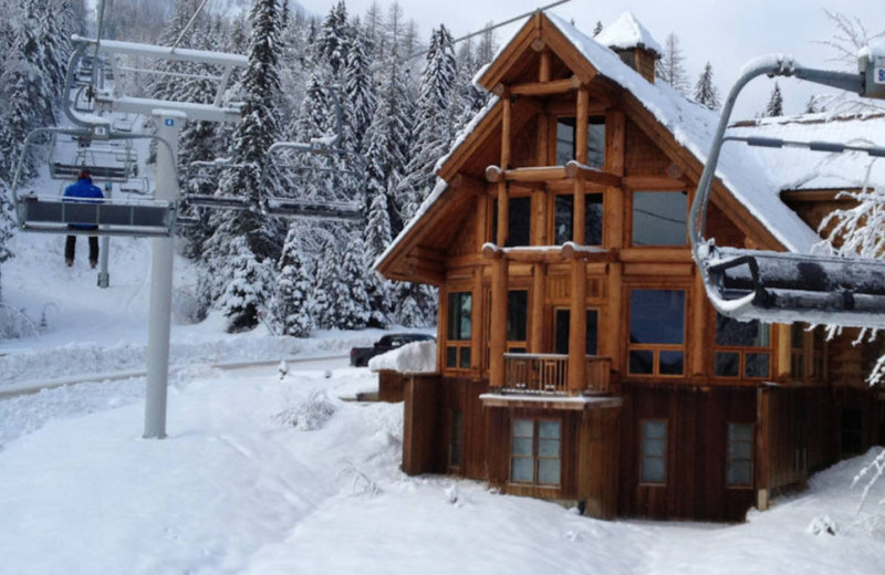 6 Bedrooms that sleeps 17. Ski In/Out and one of the best properties in all of Fernie. Luxury and Location