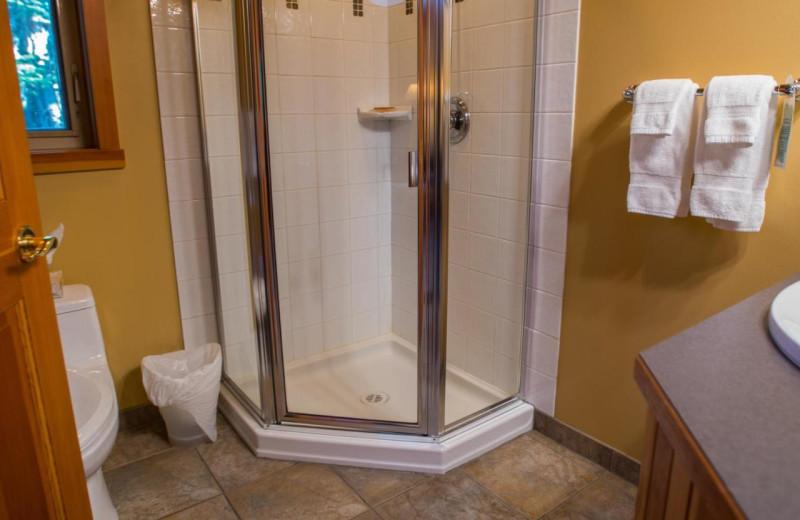 Guest bathroom at Snug Harbour Inn.