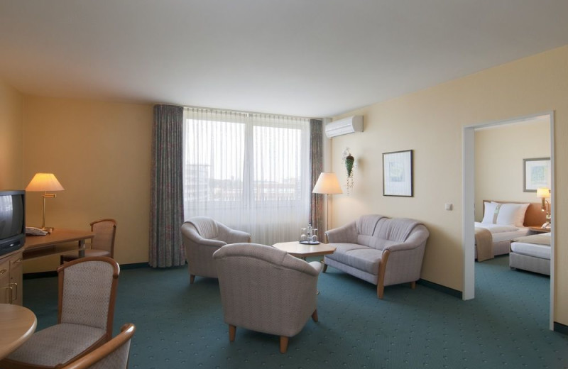 Guest room at Holiday Inn Duesseldorf-Neuss.
