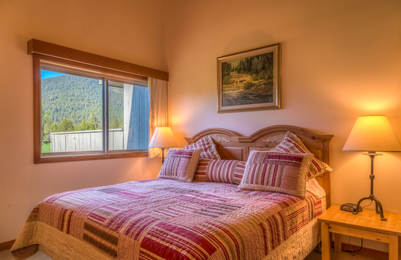 Guest bedroom at Black Butte Ranch.