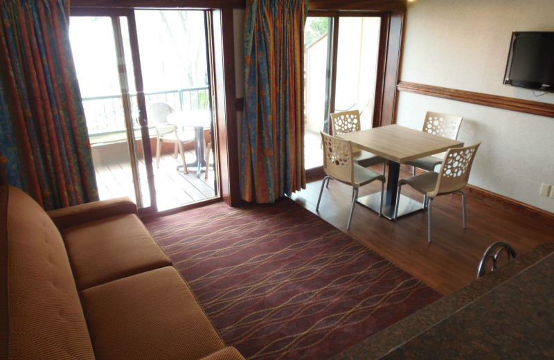 Guest suite at Surfside on the Lake.