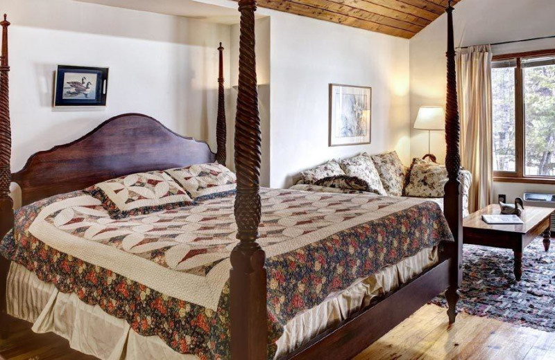 Guest bedroom at Westwind Inn on the Lake.