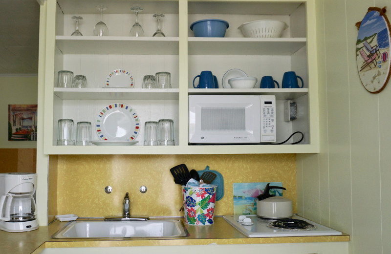 Guest dishes at Moontide Motel, Cabins and Apartments.