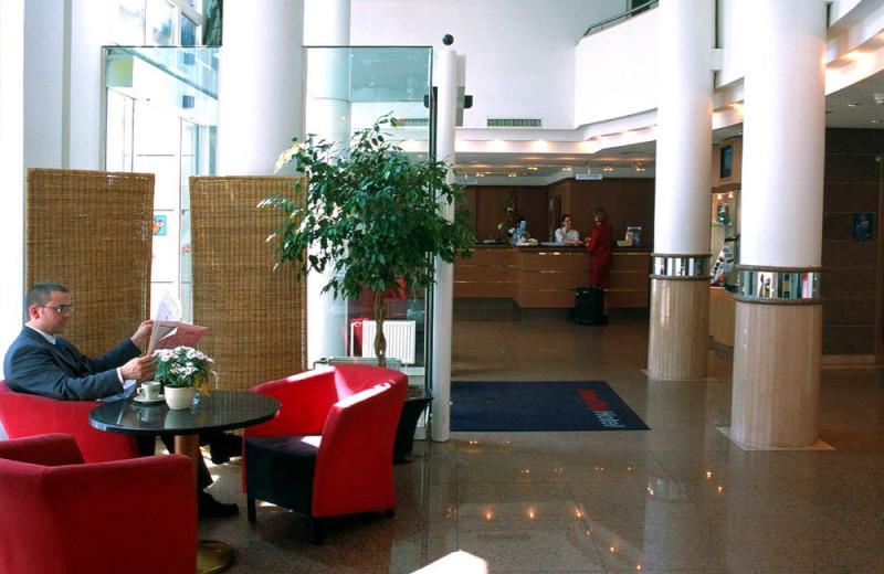 Lobby at Inter City Hotel Frankfurt.