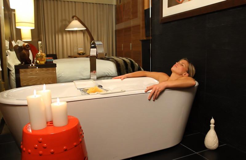 Guestroom Soaking Tub at Viceroy Snowmass