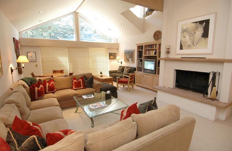 Rental living room at Frias Properties of Aspen - Clarendon #6.