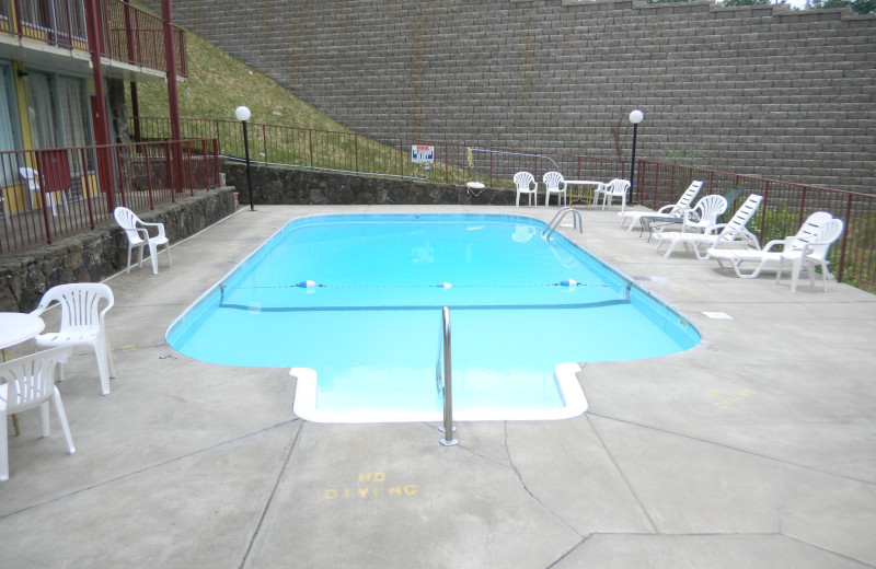 Outdoor pool at Ozark Mountain Inn.