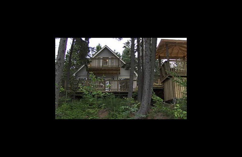 Exterior view of Cliffside Suites & Cottage.