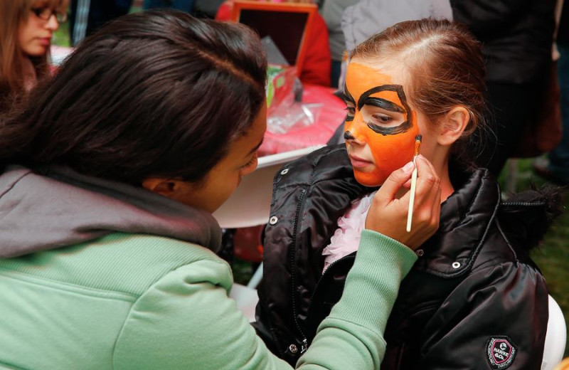 Face painting at Stroudsmoor Country Inn.