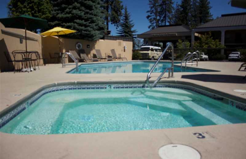 Outdoor pool at Bend Inn & Suites.