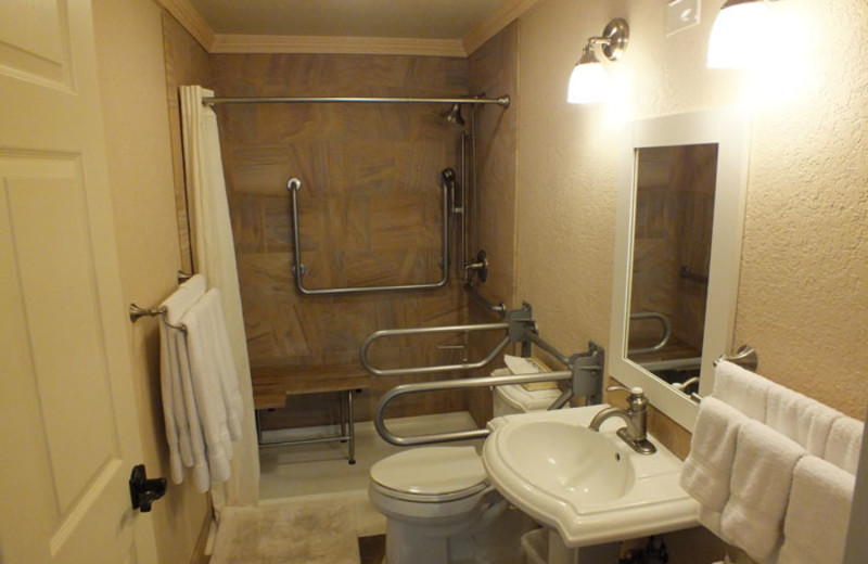 Accessible bathroom at Yellowstone Gateway Inn.