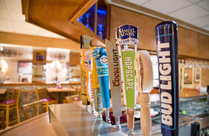 Bar at Holiday Inn Minneapolis NW Elk River & Wild Woods Waterpark.