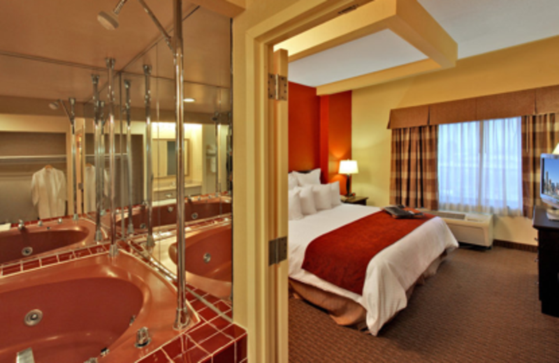 Whirlpool suite at Best Western Baltimore.