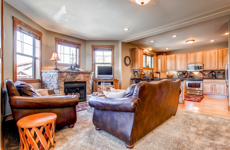 Vacation rental living and dining room at Summit Mountain Rentals.