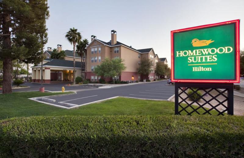 Exterior view of Homewood Suites Phoenix-Biltmore.