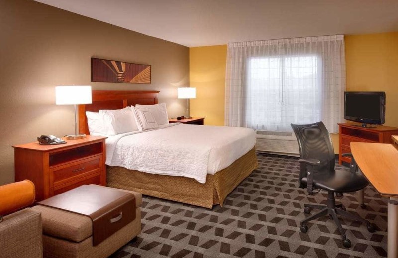 Guest room at TownePlace Suites Sierra Vista.