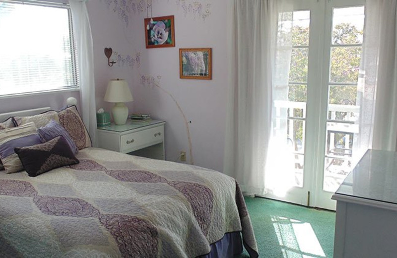 Guest room at Plantation Bed and Breakfast.