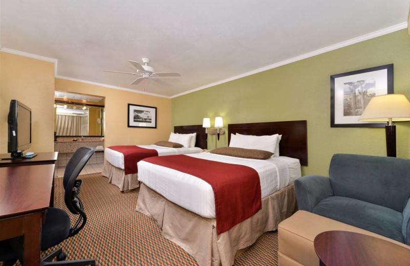 Guest room at Magnuson Hotel Papago Inn.