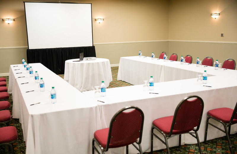 The Alder Room at The Ridge Hotel features state-of-the-art Audio/Visual capabilities and can transform from a large gathering space to a smaller breakout area. The Alder Ballroom is also a great space for small to medium-sized weddings & meetings.