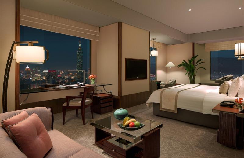 Guest room at Shangri-La's Far Eastern Plaza Hotel.
