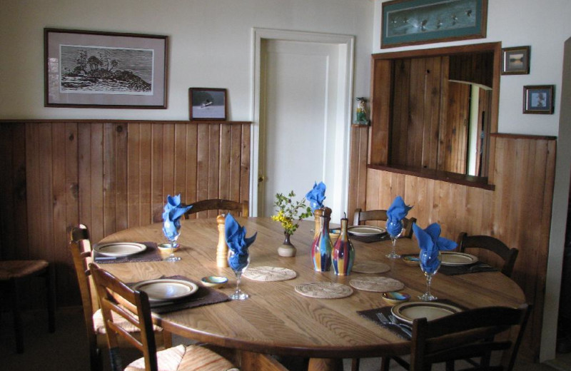 Lodge dining room at Grizzly Bear Lodge & Safari.