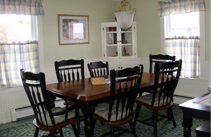 Rental dining room at Saco Bay Rentals.