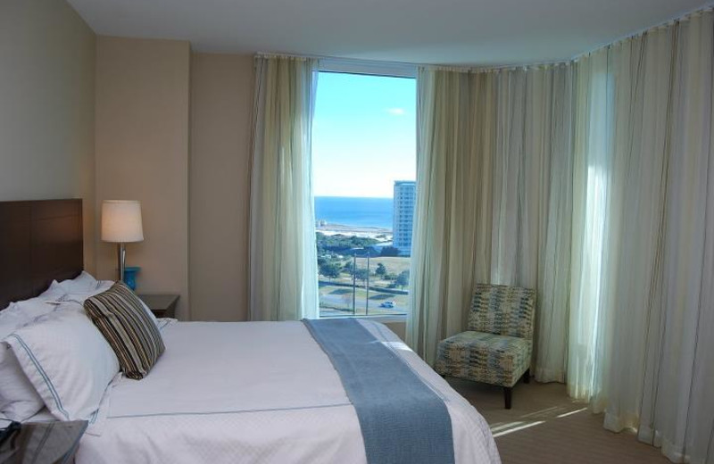 Guest room at The Palms of Destin Resort & Conference Center.