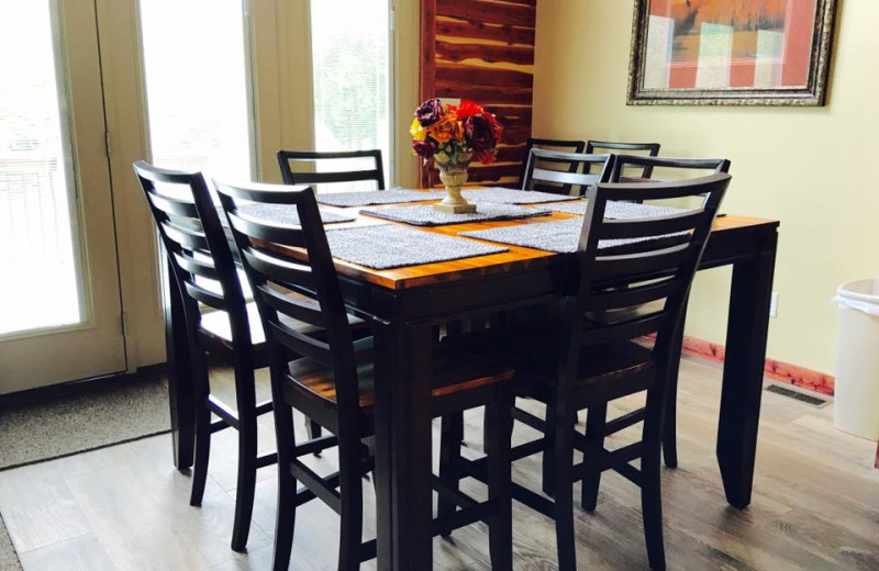 Cottage dining table at Riverwood Resort.