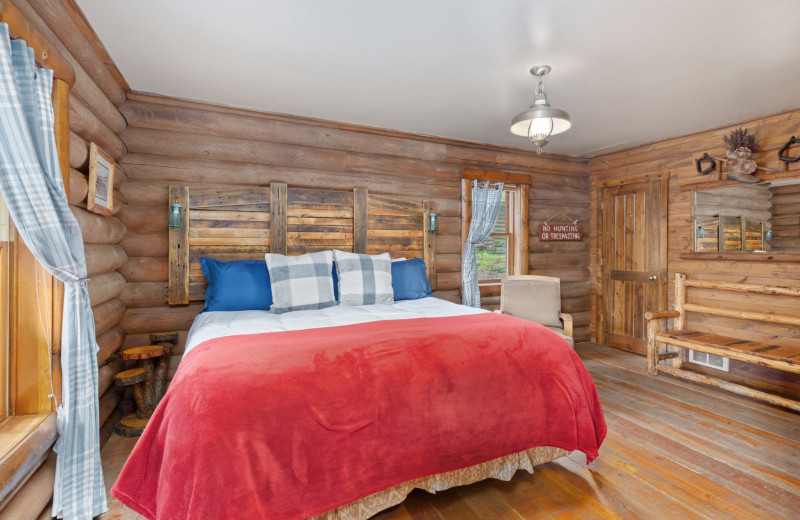 Eagle's Nest Cabin bedroom at Red Horse Mountain Ranch.