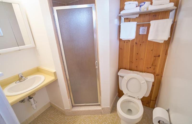 Guest bathroom at Chateau Aprés Lodge.