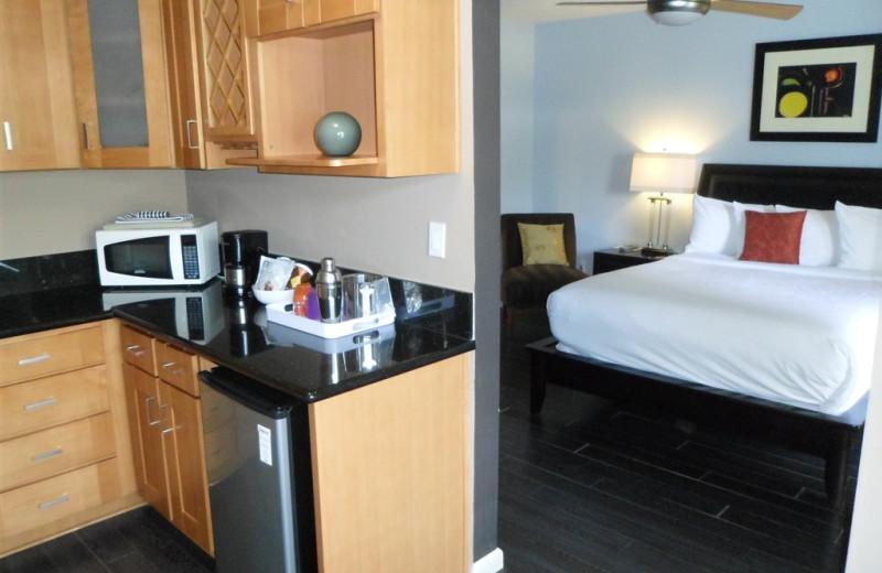 Guest room at Avanti Hotel.