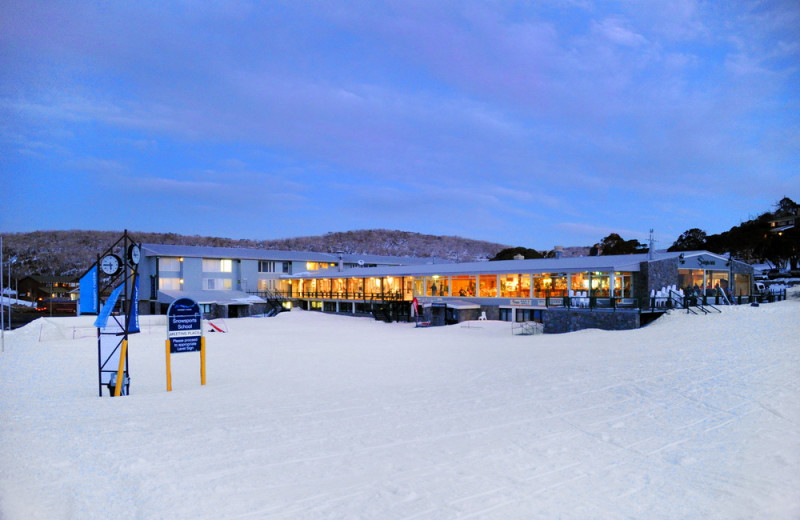 Exterior view of Smiggins Hotel and Chalet Apartments.