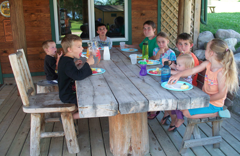 Family picnic at Eagle Ridge Resort.