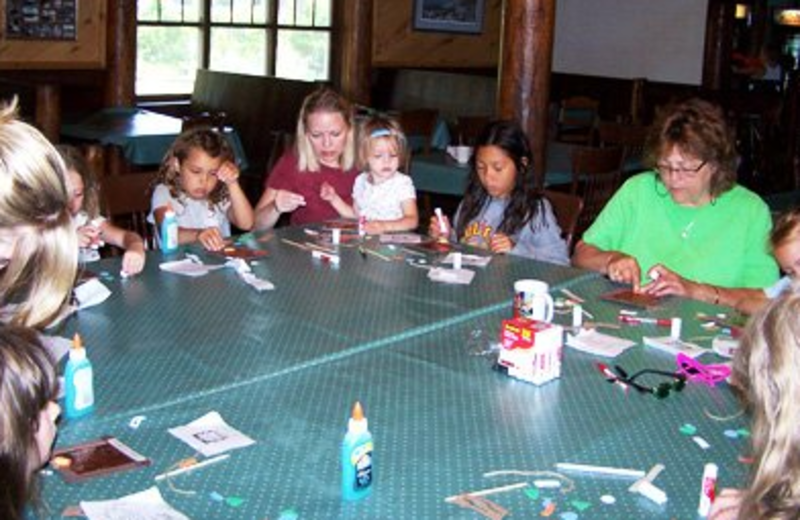 Crafts at Isle O' Dreams Lodge.