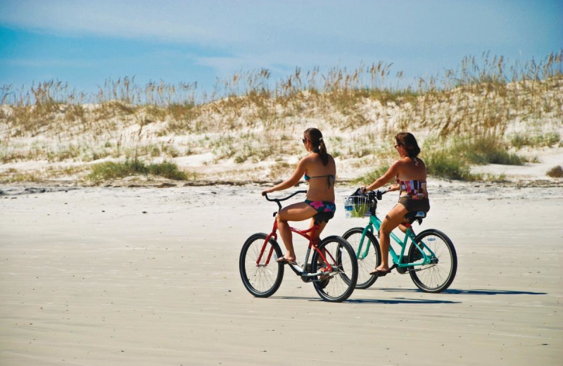 Biking at Beacher's Lodge Oceanfront Suites.