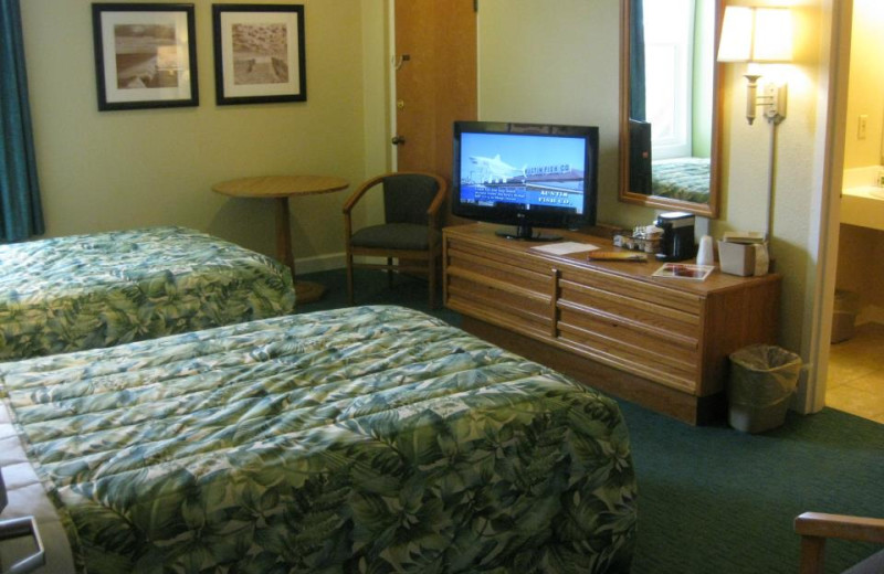 Double bed guest room at Outer Banks Inn.