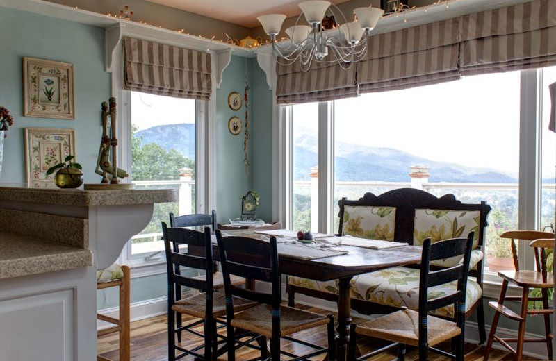 Dining table at Georgia Mountain Rentals.