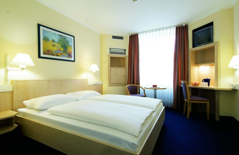 Guest room at Inter City Hotel Frankfurt.