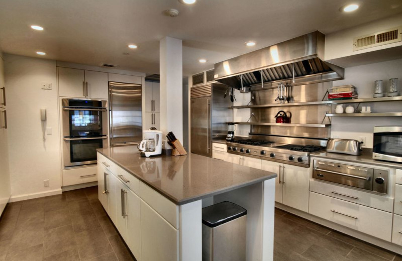 Rental kitchen at Pinnacle Sotheby's International Realty.