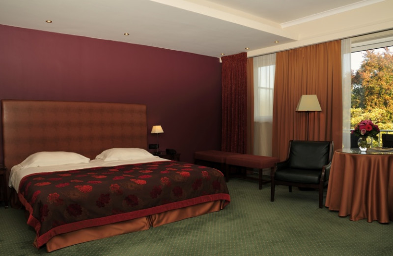 Guest room at Hotel le Plaza.