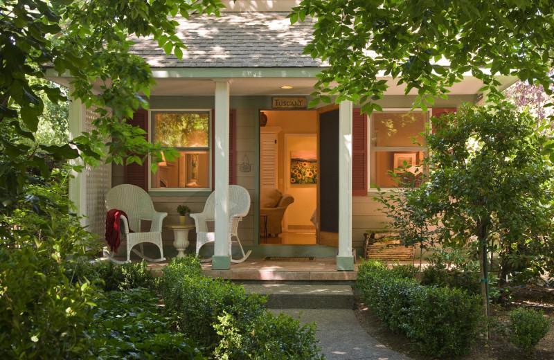 Cottage exterior at Cottage Grove Inn.