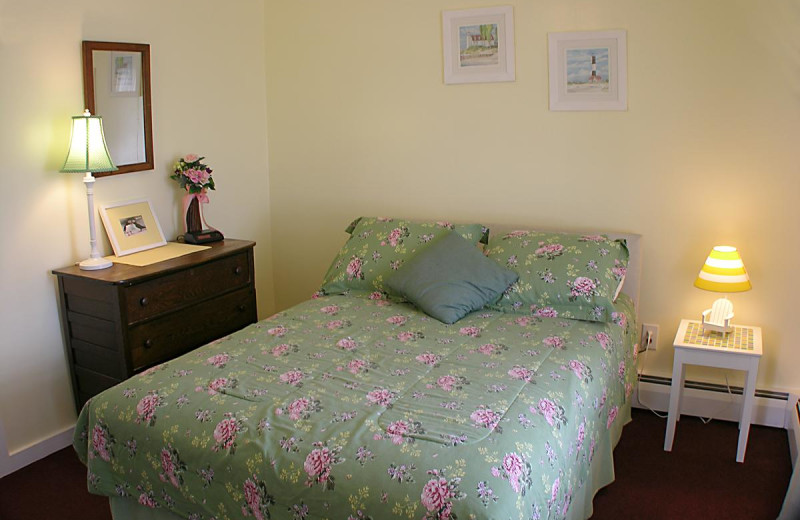 Guest bed at Moontide Motel, Cabins and Apartments.