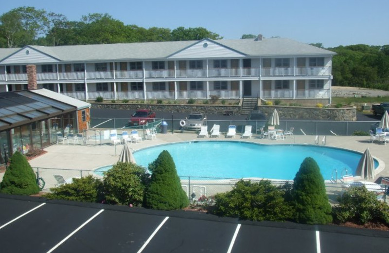 Exterior view of Mariner Resort.