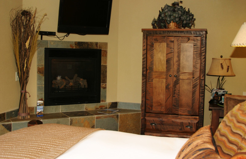 Guest room with fireplace at The Duck Inn.