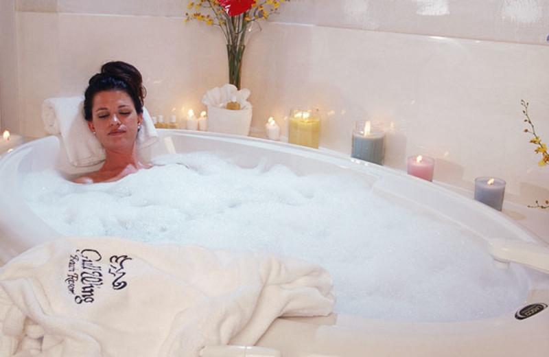 Romantic Tubs at Gullwing Beach Resort